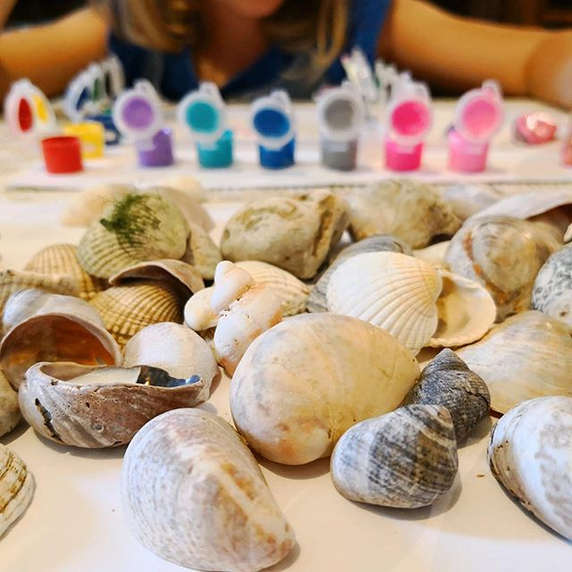 Extend your seaside trip by painting your treasures! If you are away from home it's not a big deal, you don't have to carry with you paints. So many shops sell these little paint packs for very cheap. We picked ours up from Flying Tiger for £1 each. They even come with a paintbrush! . . . #painting #shells #holidaypainting #seasideshells #shellpainting #kidlife #summerliving #summerfun #summershells #summeractivities #summerpainting #summerart #simpleliving #frugalliving #frugalcraft #frugalart #therainbowtreeblog