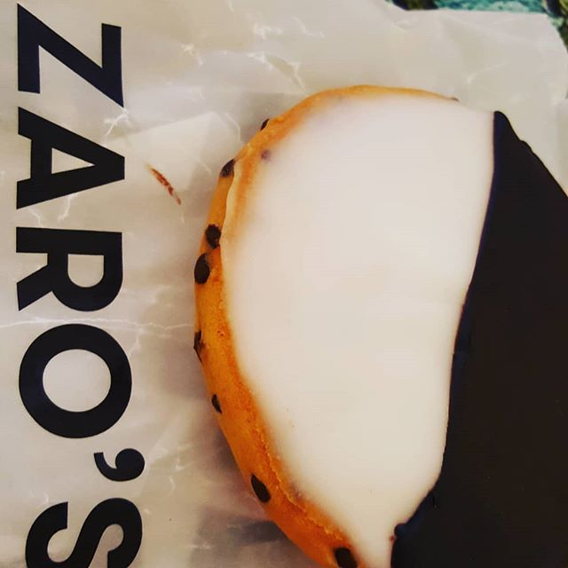 OK @zarosfamilybakery at @grandcentralnyc has the most amazing fusion....chocolate chip cookies + black and white cookies = bliss! #cookiesmakemehappy #ilovenyc