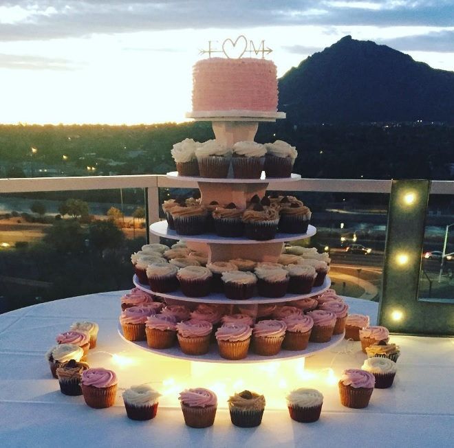 mini-wedding-cakes-with-cupcakes_Phoenix-Bride-and-Groom_Piece-of-Cake_Hotel-Valley-Ho_MEant2Be-Events.jpg