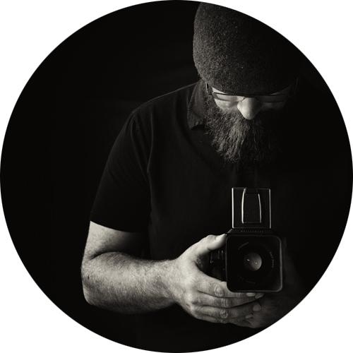 Self Portrait 500px 300dpi_circle.jpg