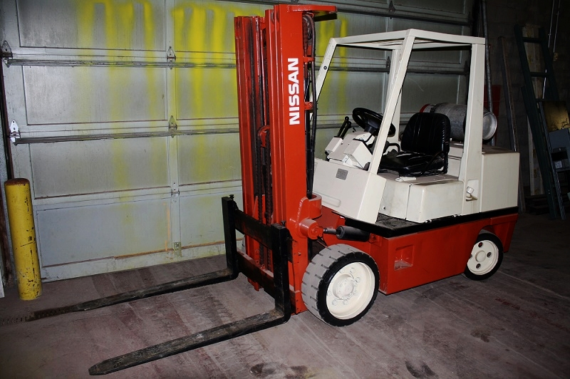 Nissan Forklift |  8000 lb | Propane Powered (no tank included) | Automatic Transmission 2 speed | 42 in forks | 95% tires | $8950