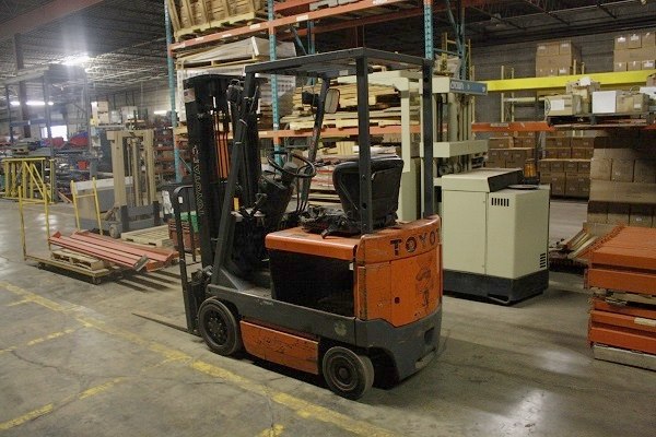 Toyota Forklift  | Electric | 3000 lb | 95% Tires | TSU Mast | 42 in Forks | Sideshifter | No Battery | 36 Volt Charger | $3950