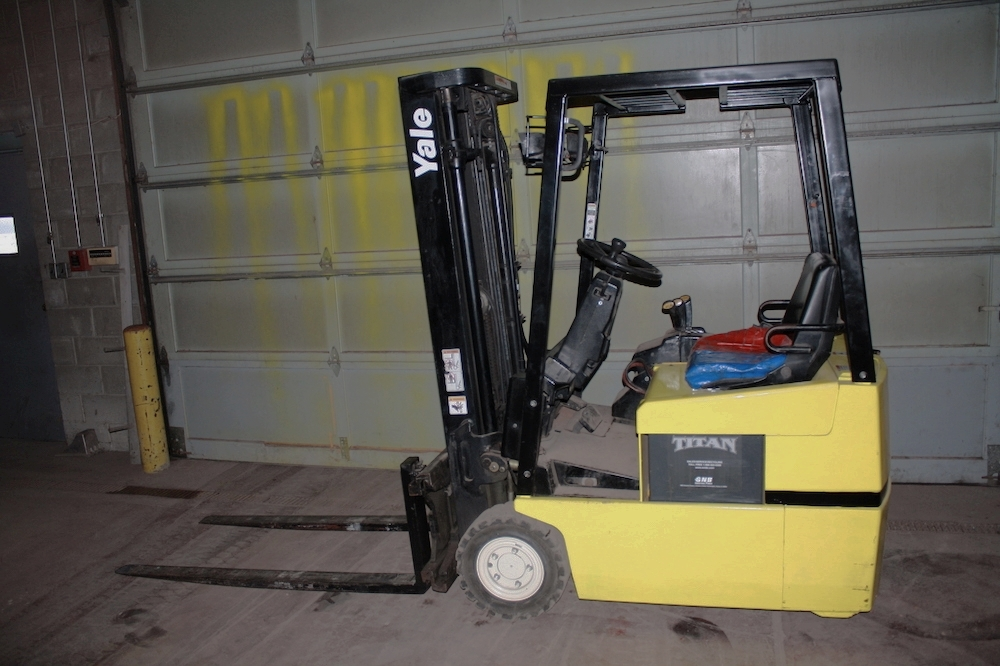 Yale 3-Wheel |  Pneumatic electric | 3000 lb | 36 volt with charger | Sideshifter | 42 in Forks | Drive tires 50% Rear tires New | $7950