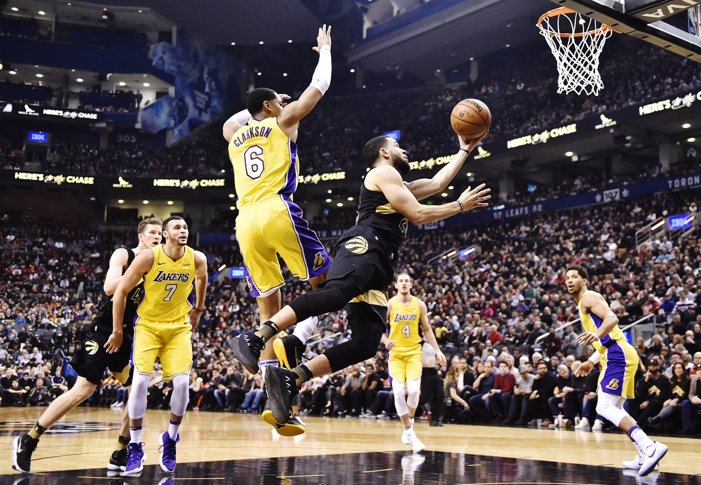 FRED VANVLEET SCORED A CAREER-25 POINTS IN THE RAPTORS 123-111 VICTORY OVER THE VISITING L.A. LAKERS.