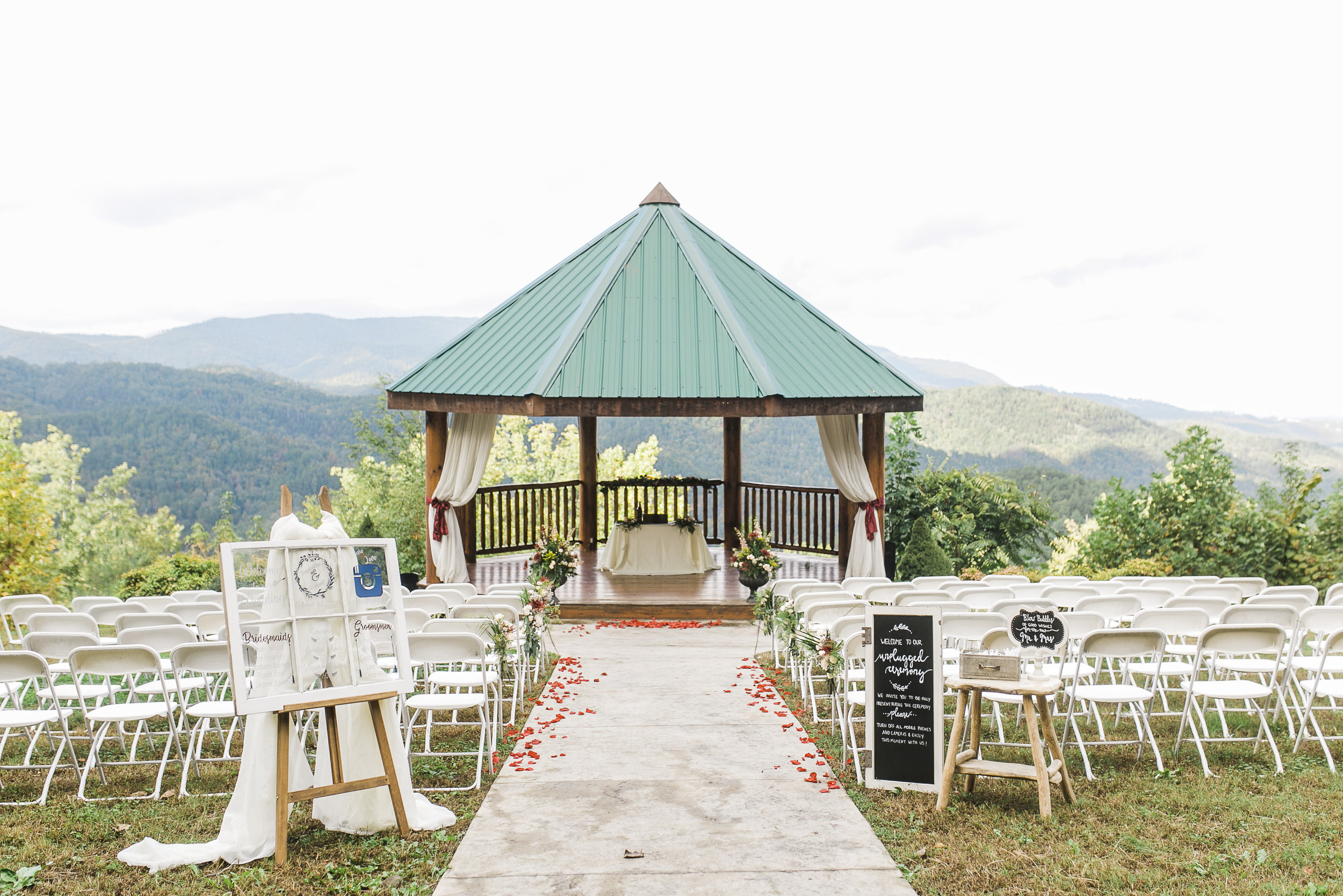 the lodge at brother's cove   Knoxville Wedding Photographer