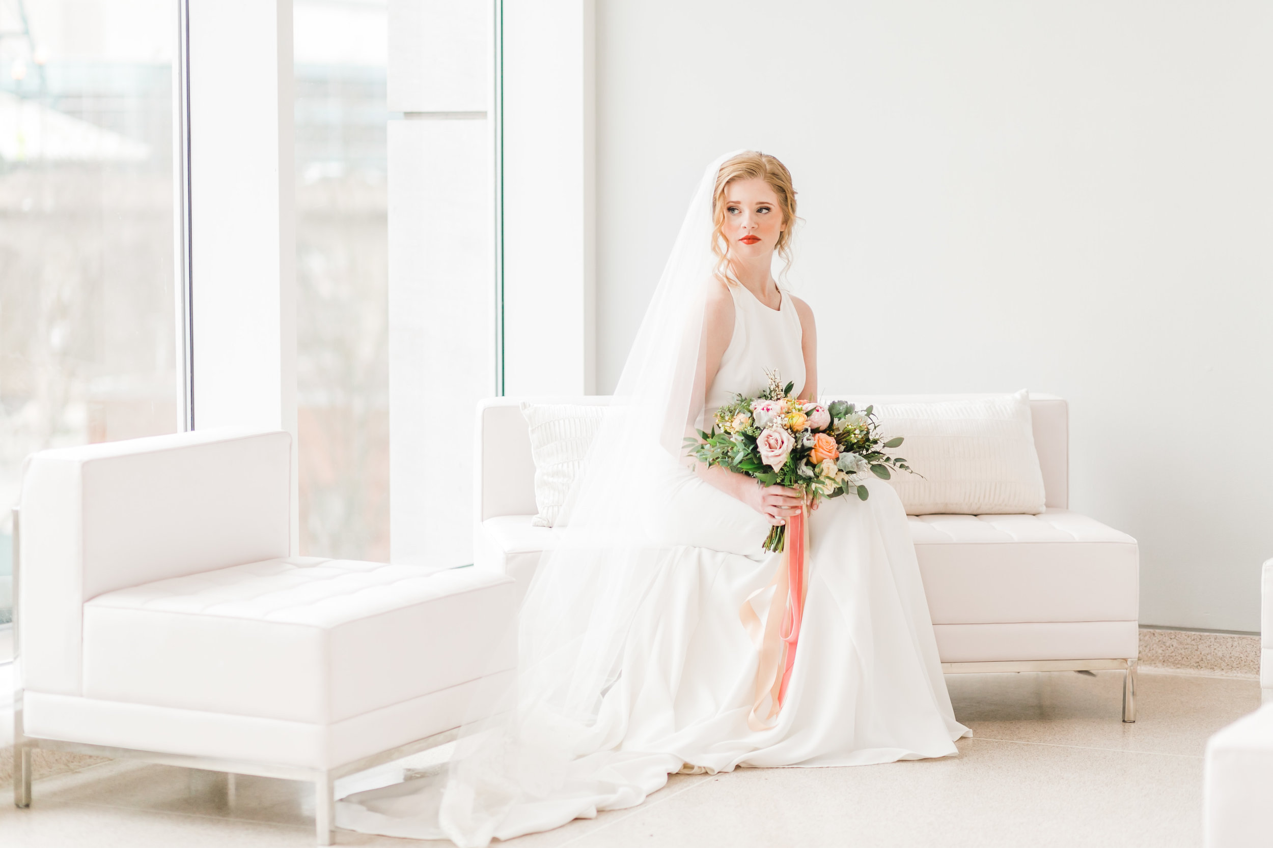 bride in sitting area of knoxville museum of art white walls venue in knoxville