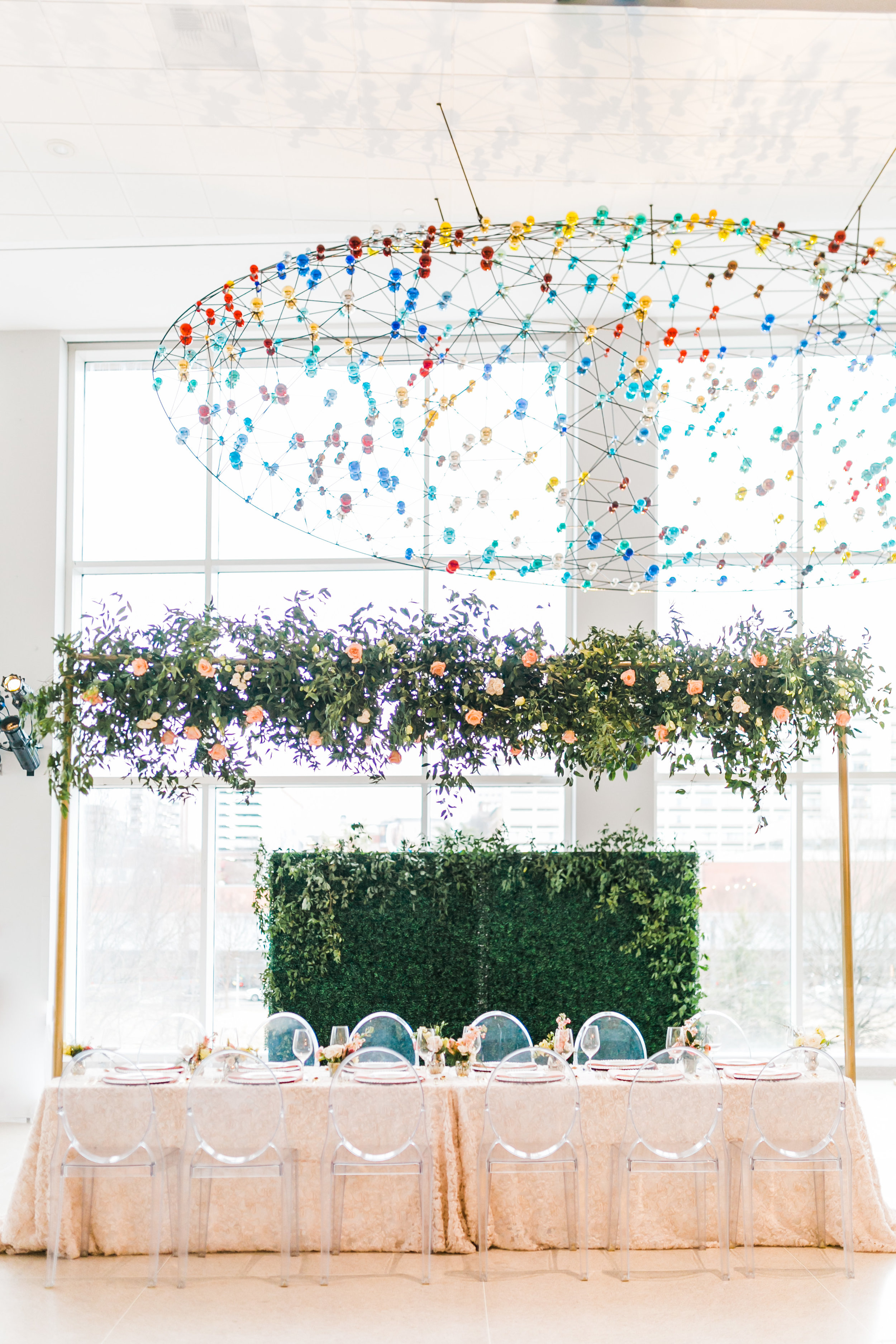 head table at knoxville museum of art with florals by lb floral