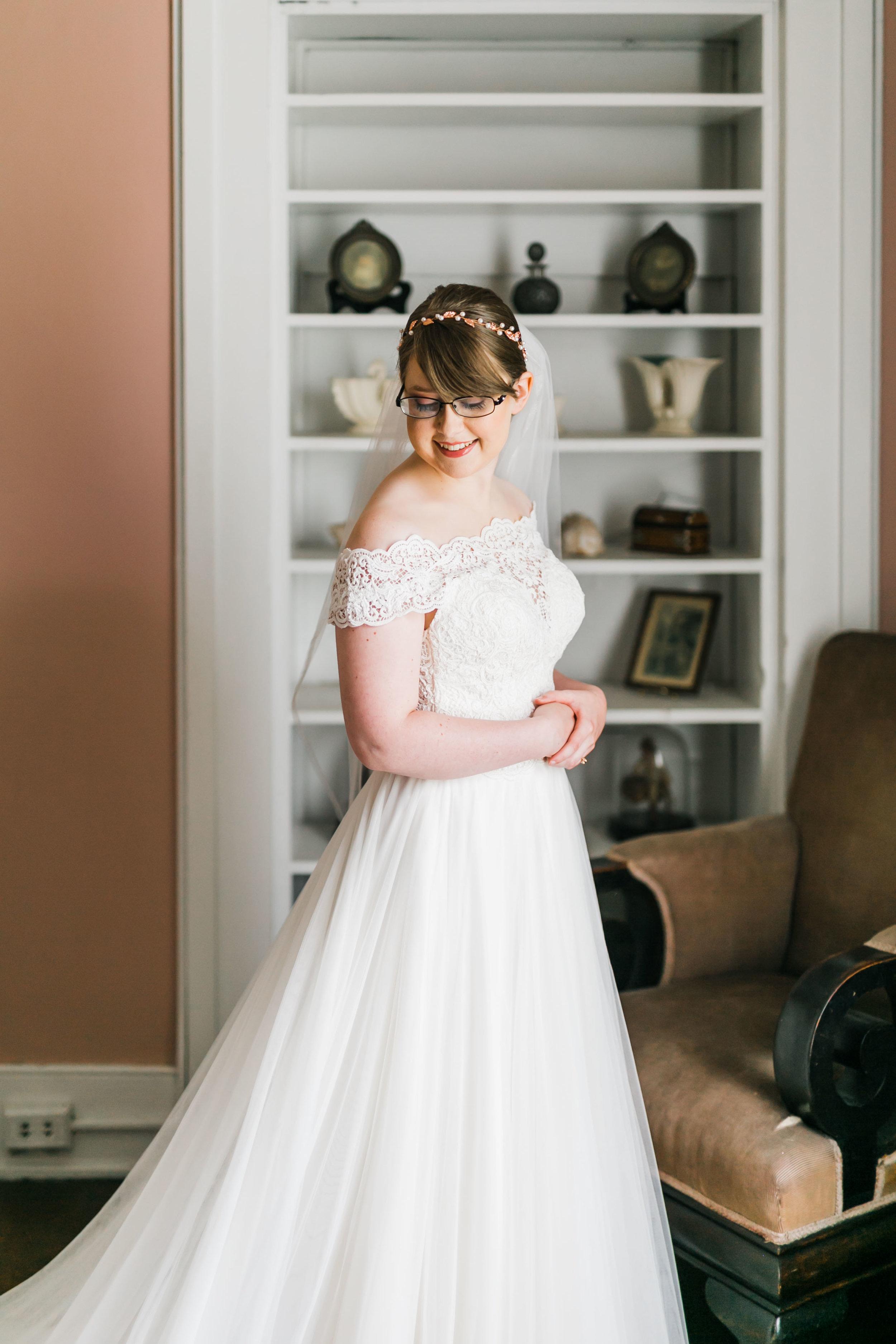 bride in bridal suite at bleak house knoxville