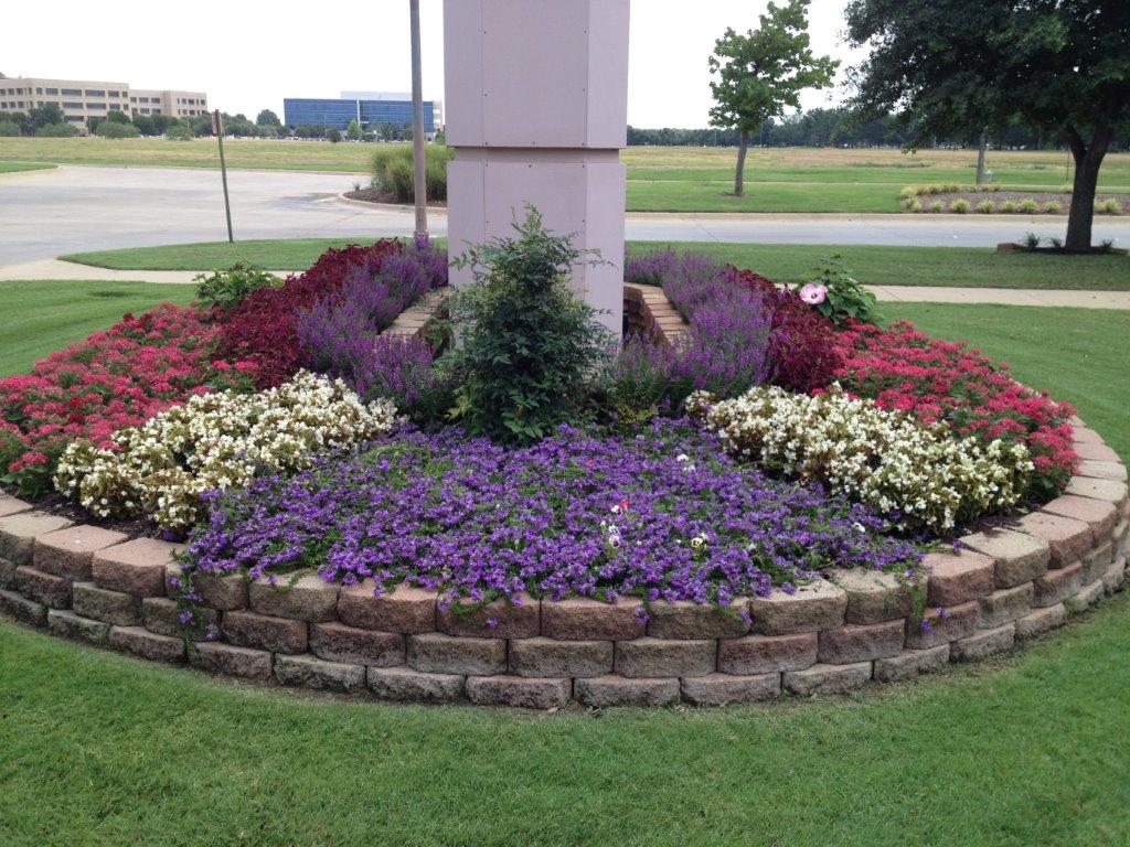 seasonal color in flower beds