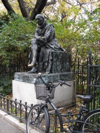 Sculpture of Michel de Montaigne