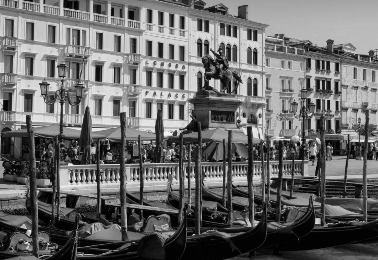 REFERENZEHOTEL LONDRA PALACE VENEZIA - Il Londra Palace a Venezia l'ospite soggiorna in camere arredate individualmente con dipinti originali e tessuti in seta. L'hotel era alla ricerca di casseforti con opzioni di personalizzazioni che offrivano allo stesso tempo la sicurezza massima. Hanno scelto le cassaforti ELSAFEREFERENZE