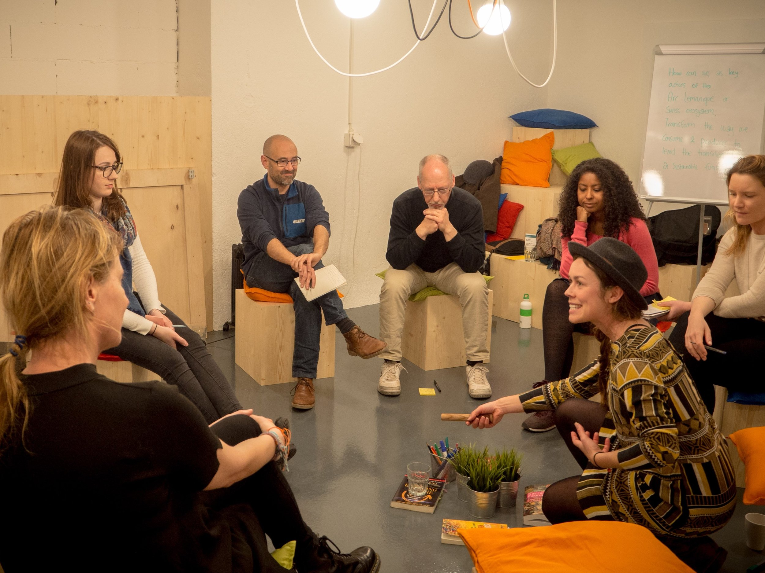 A group of people at a dialogue evening.