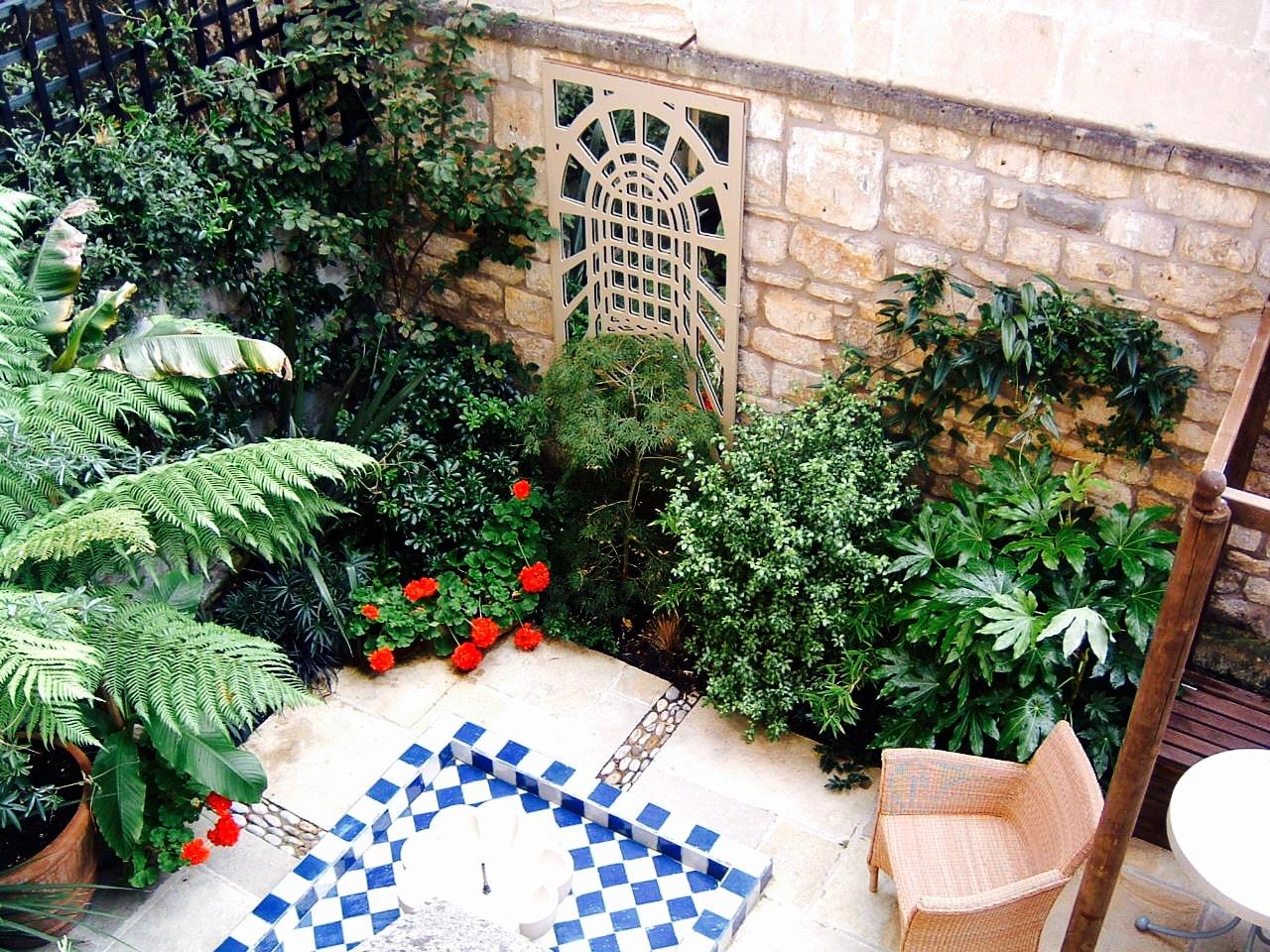 Jane Hull's Moroccan garden 013.jpg