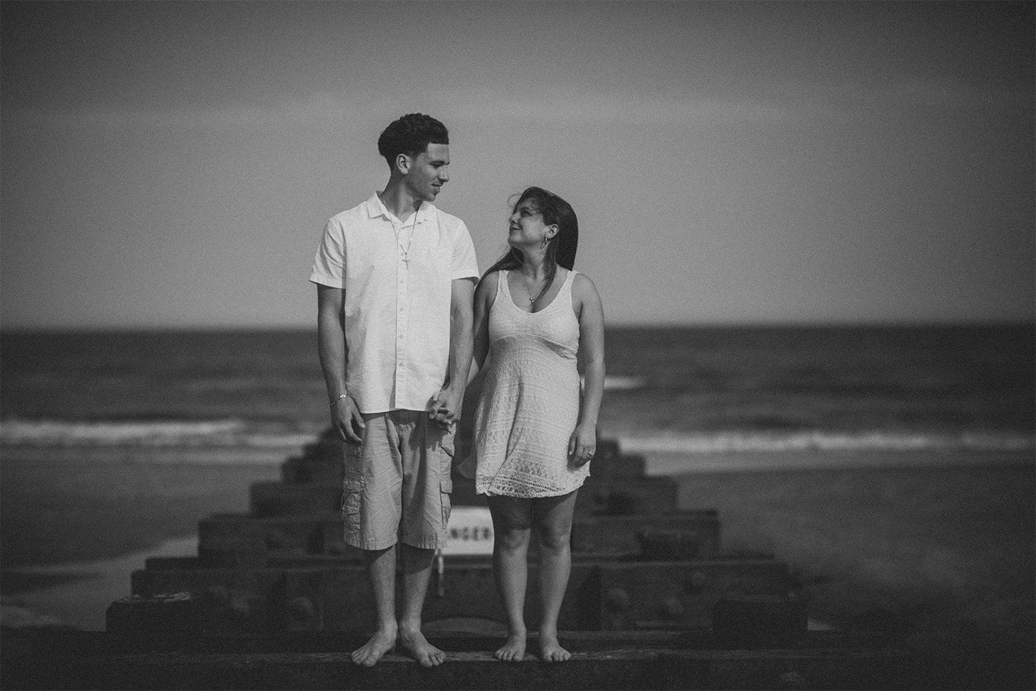New_Jersey_Wedding_Photography_Engagement_Session_Beach_Session_Couple_010.jpg