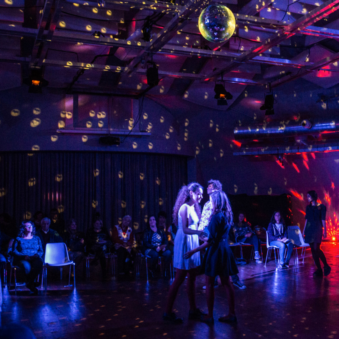 BALLROOM - Spettacolo e laboratorio di creazione coreografica condotto da Chiara Frigo