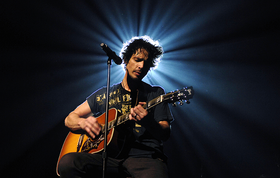 Chris Cornell performs on stage at Forum Theatre on 25th October 2007 in Melbourne, Australia. (Photo by Martin Philbey/Redferns)