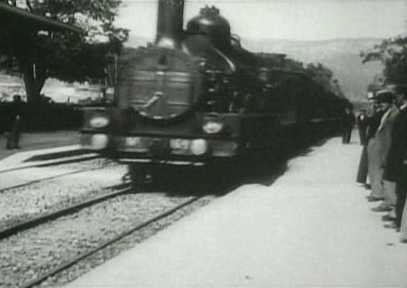 L'Arrivèe_d'un_train_en_gare_de_La_Ciotat_(1896)_01.jpg