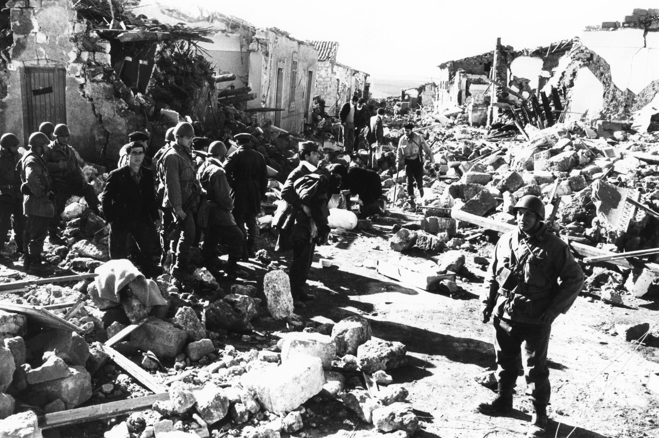 20/01/1968 The earthquake of the Belice. The violent earthquake of magnitude 6.1, on the night between 14 and 15 January 1968 struck a wide area of western Sicily, the Belice Valley, between Trapani, Agrigento and Palermo Army . The rubble of the destroyed houses