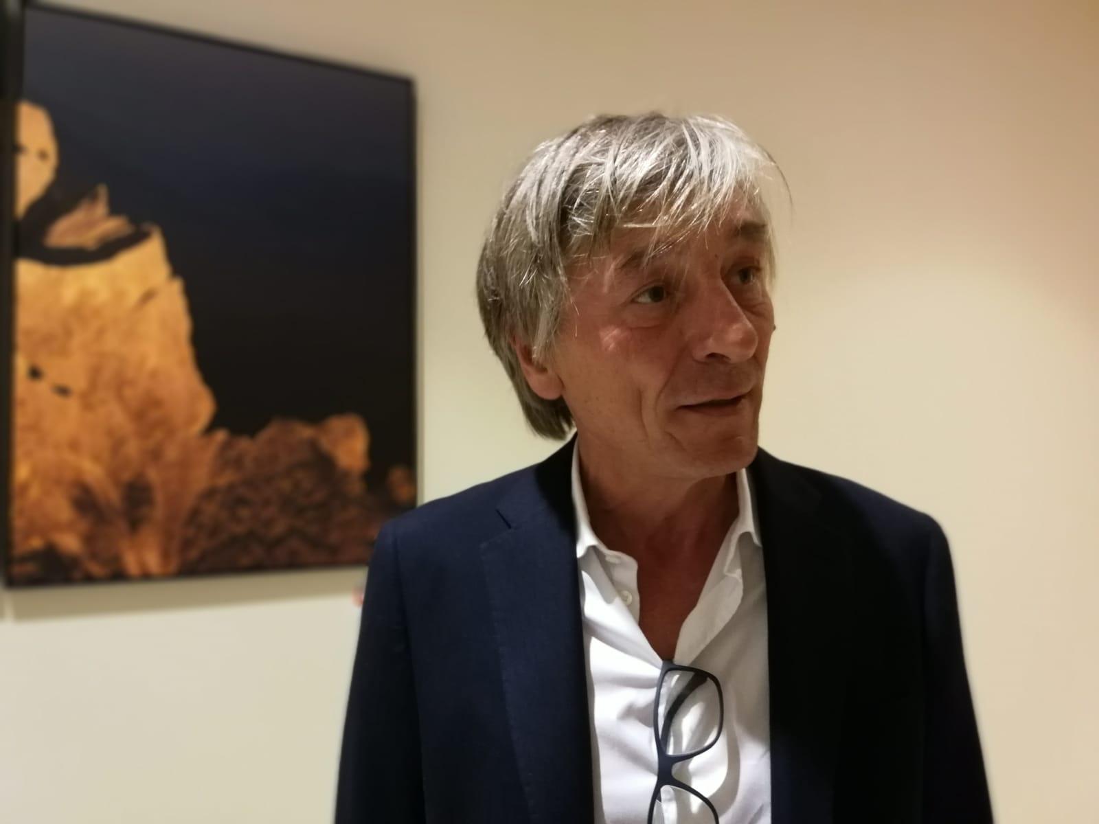 Georg Tappeiner ci parla della mostra e del suo rapporto con le Dolomiti.  Foto di Rafael Belincanta.