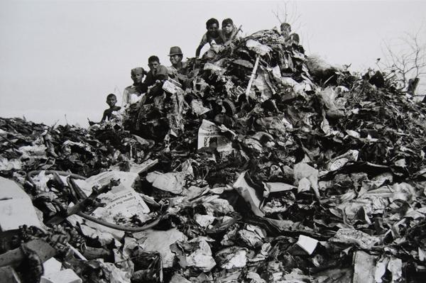 Lisetta Carmi, Venezuela, El Basurero, Maracaibo,,1969 @Lisetta Carmi, courtesy Martini & Ronchetti  02_600.jpg
