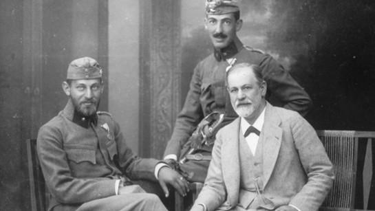 Sigmund-Freud-con-i-figli-Ernst-e-Martin-nel-1916.jpg