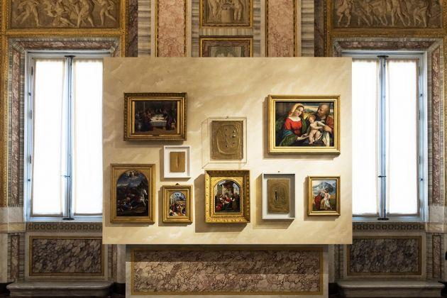 LUCIO-FONTANA_TERRA-E-ORO-LUCIO-FONTANA_EARTH-AND-GOLD_Installation-view_5-630x420.jpg