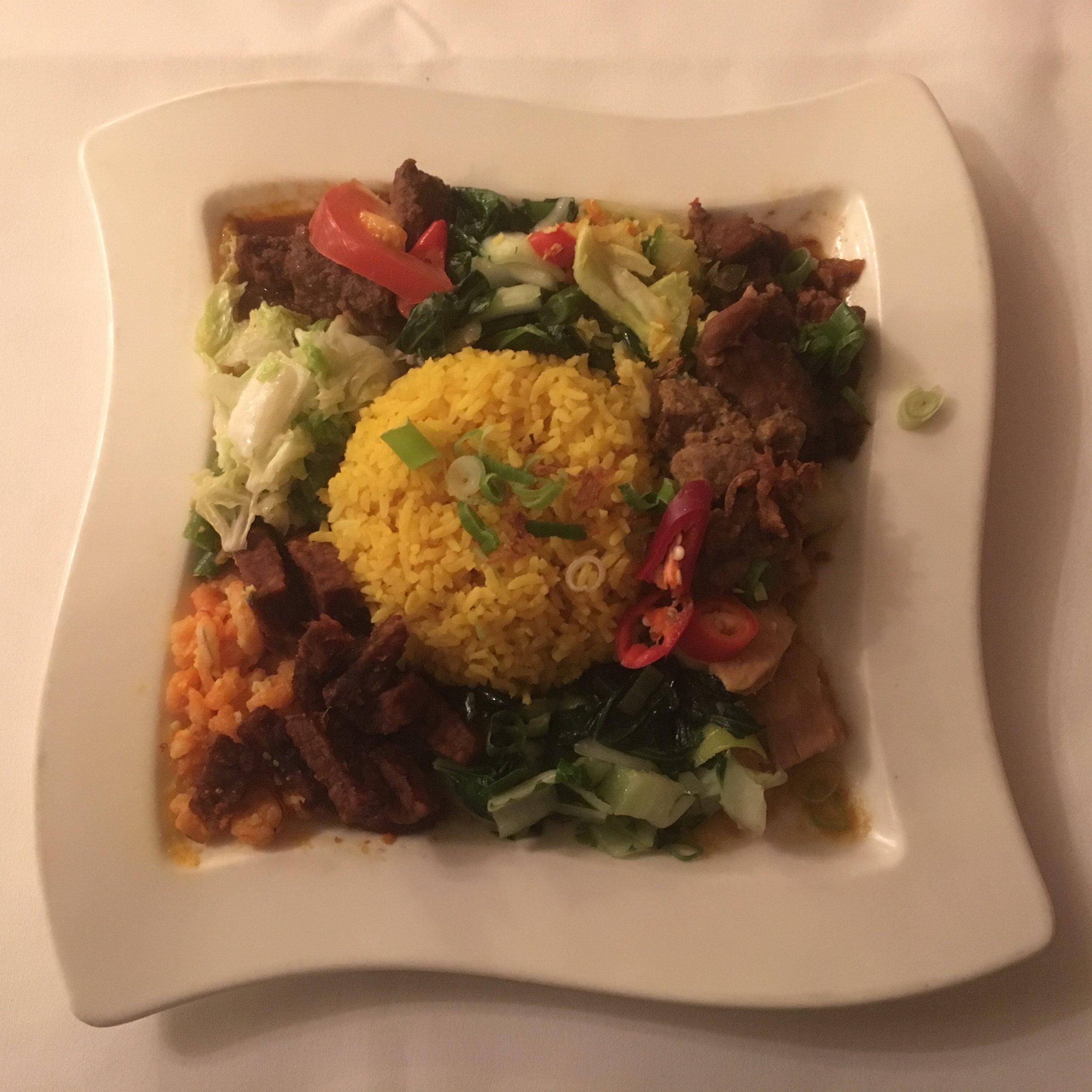 Nasi Koening Plate: piatto tipico della festività indonesiana