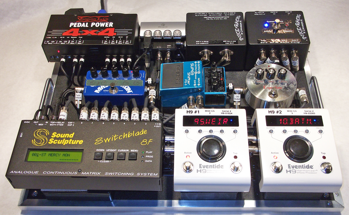 StVincent_Pedalboard_2014_Effects_Front_01.jpg