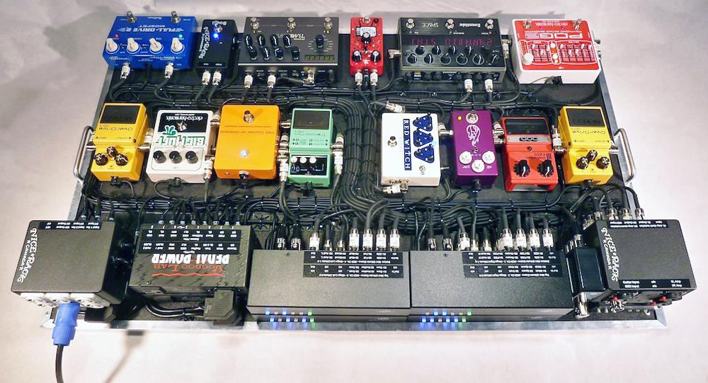 Metric_Guitar_Pedalboard_2013_02.JPG