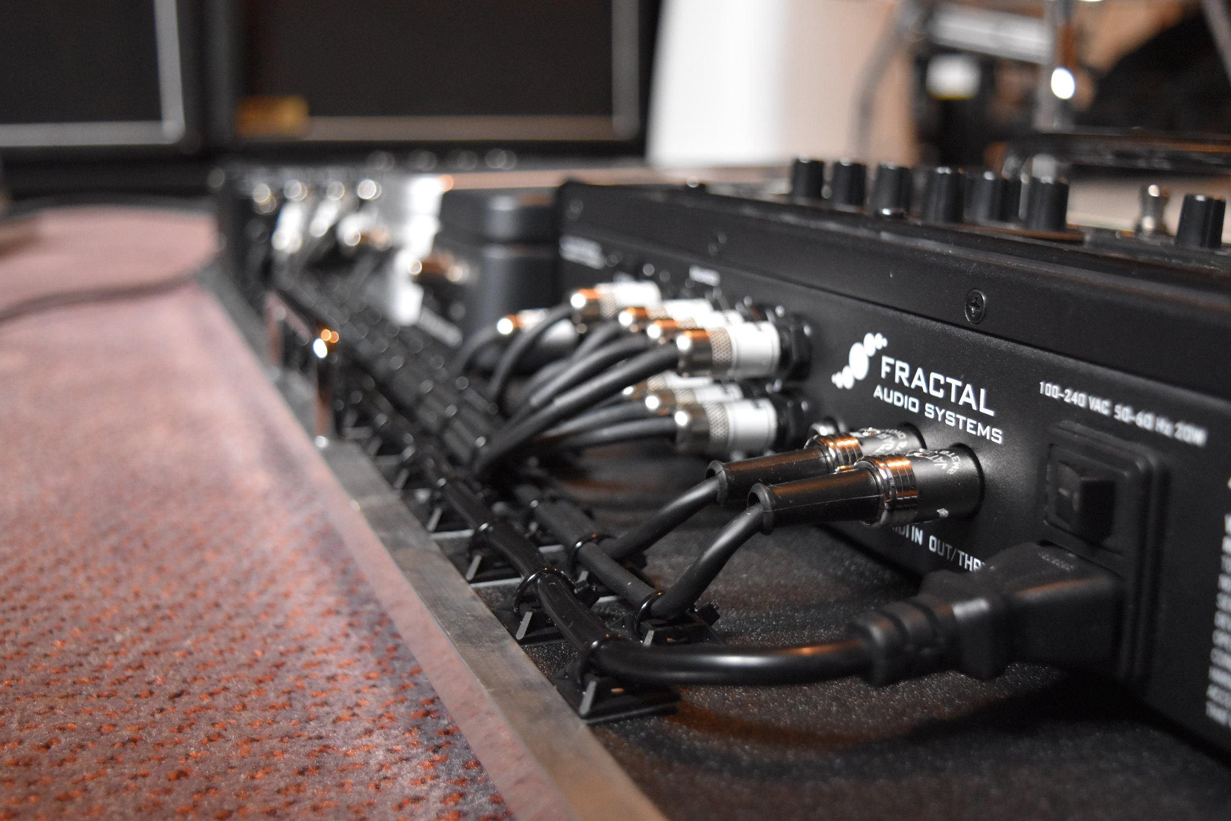 Mark Day Fractal Audio AX8 Pedalboard System 05.jpg