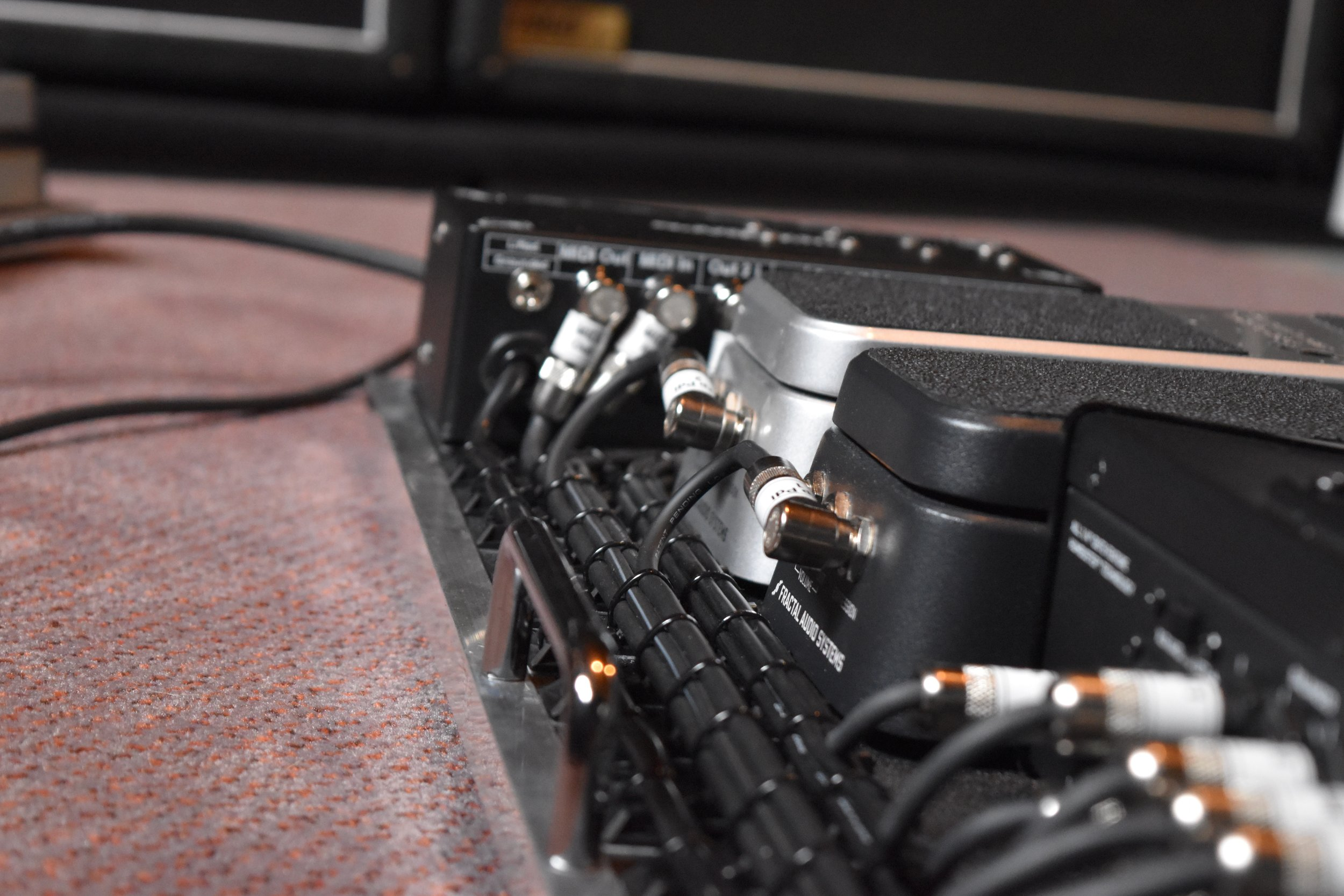 Mark Day Fractal Audio AX8 Pedalboard System 07.jpg