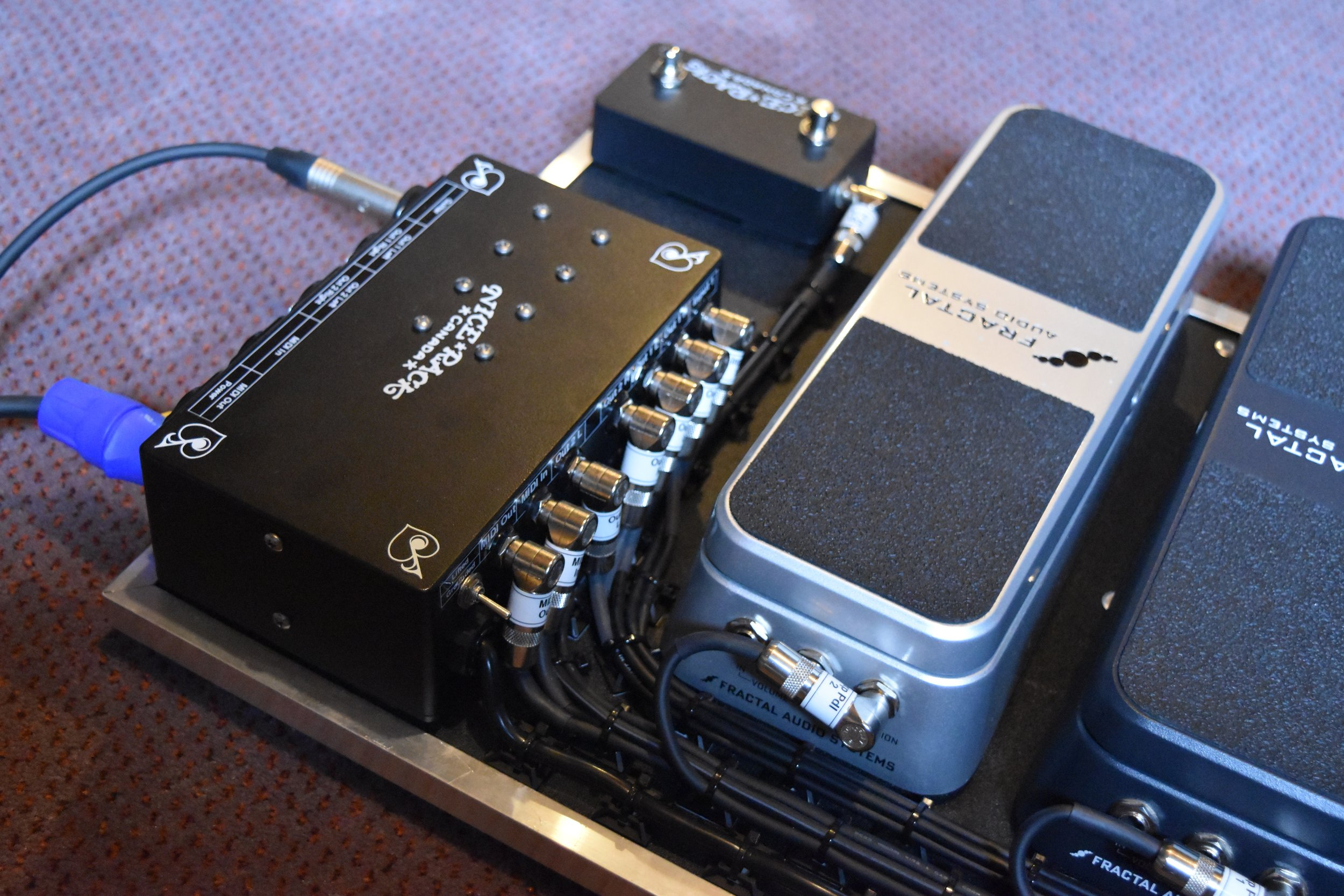 Mark Day Fractal Audio AX8 Pedalboard System 08.jpg
