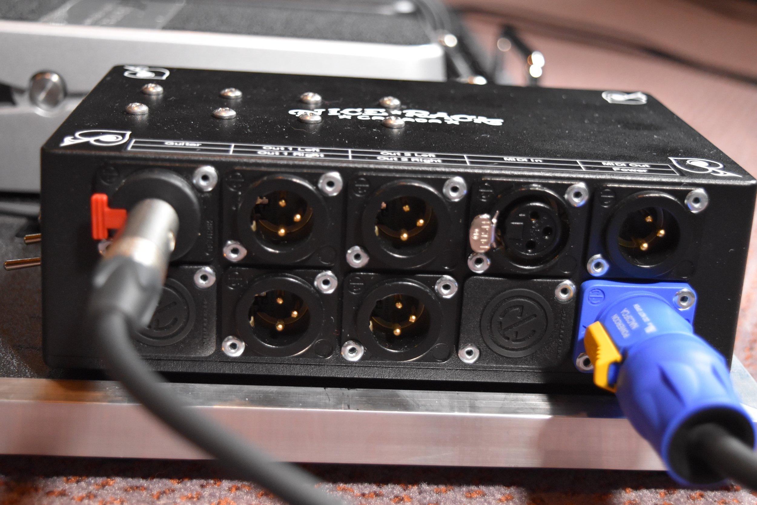 Mark Day Fractal Audio AX8 Pedalboard System 09.jpg