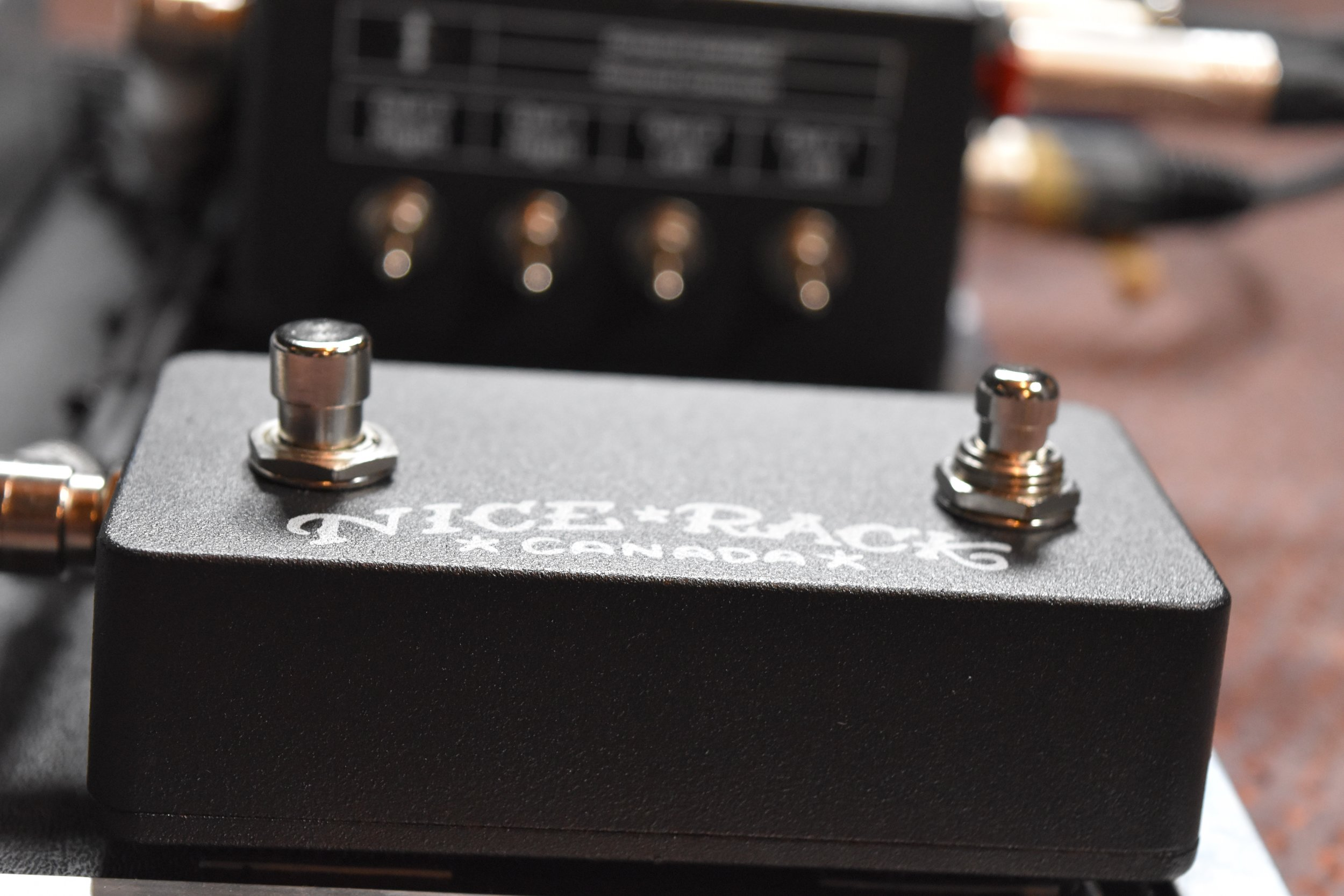Mark Day Fractal Audio AX8 Pedalboard System 012.jpg