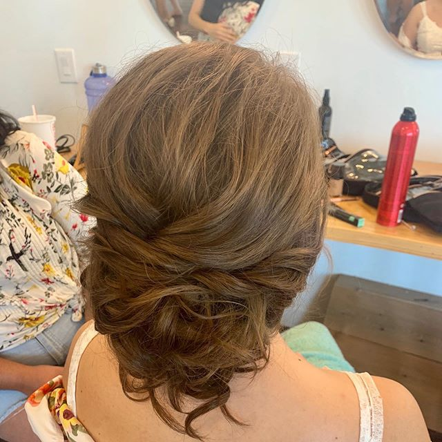 It's been awhile since I have posted... but here is a great one from several months ago. 😍😍 .. .. .. .. .. .. .. .. .. .. .. #beautybyanafaith #hairbyanafaith #updo #weddingupdo #bride #bridalupdo #messyupdo #dfwbride #dallasbride #mua #dallasmua #bridalhair #hair #planobride #bigsexyhair #bigsexyhairproducts