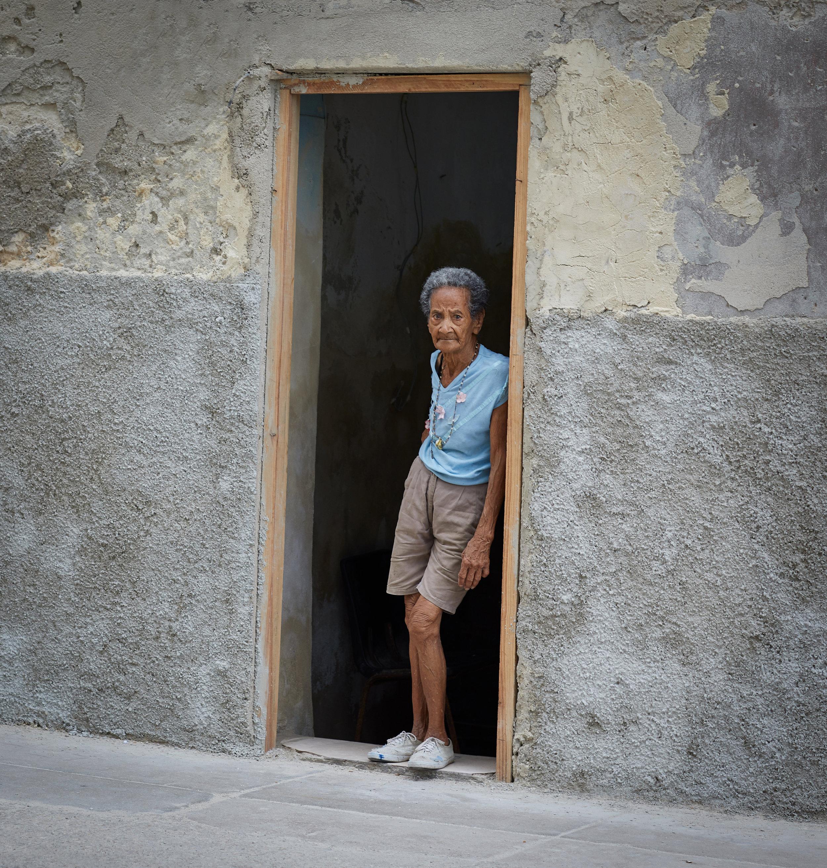 Lady_in_door3.jpg
