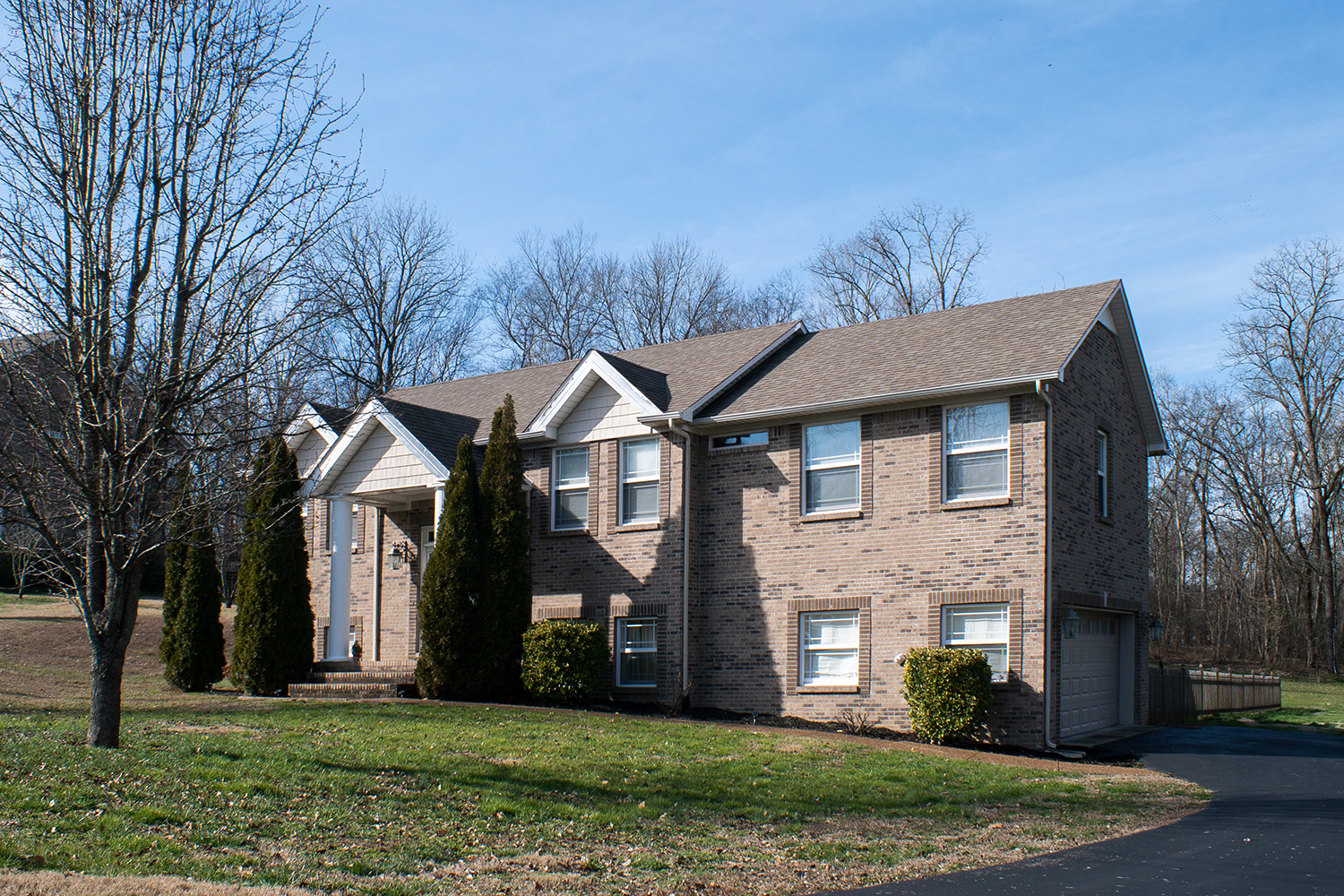FOR SALE 1800 Holden Ct. Offered at $325,000 Spring Hill - Beautiful all brick home on 1.33 acres, 3 bedroom/3 bath
