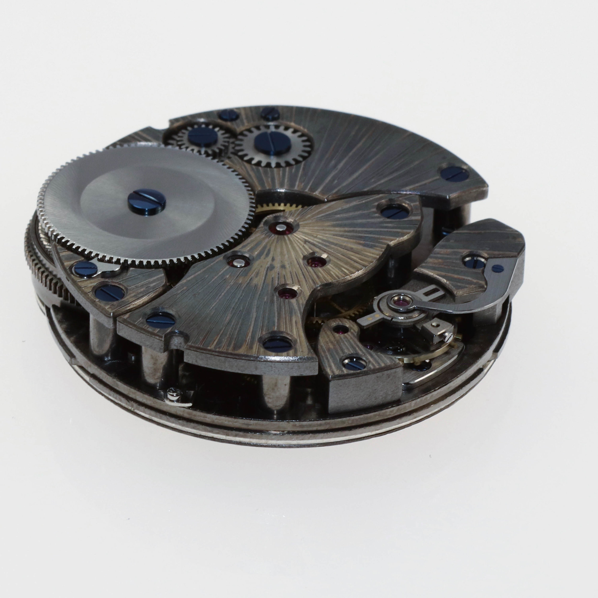 Complete view of the calibre, outside of the case from the bridge side