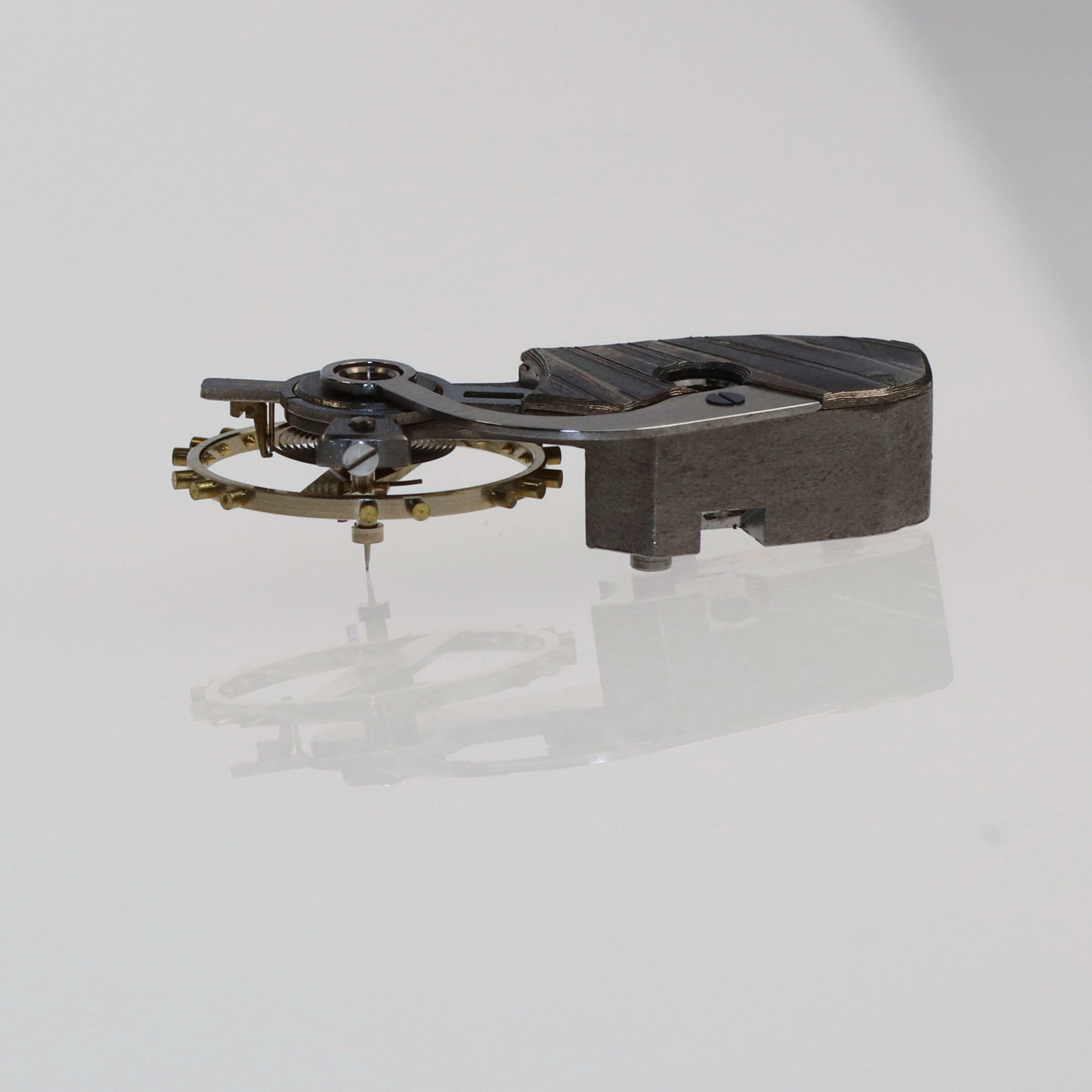 Balance cock profile emphasizing the volume of the watch components