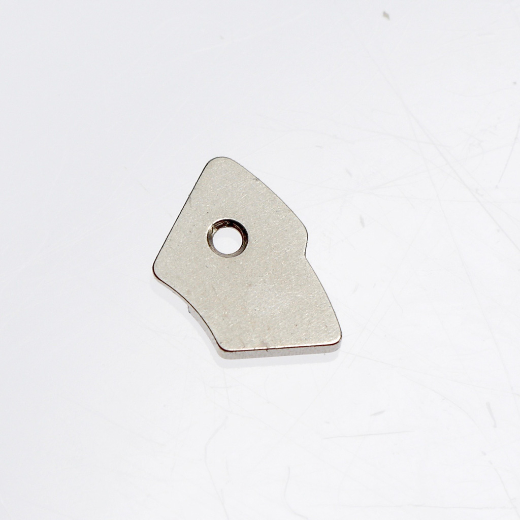 Cover plate holding down calendar disc and rapid date change assembly