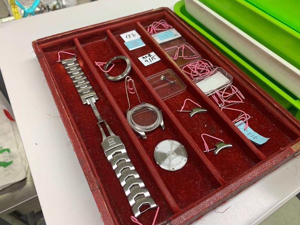 dismantling the case and bracelet.jpg
