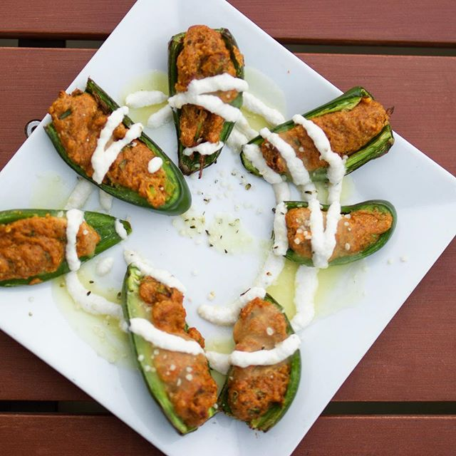 Vegan stuffed jalapeños like WHOA😋 #makelunchwork #nom #getnomon