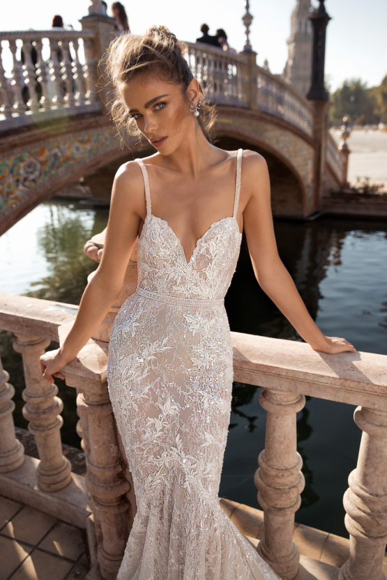 World-Exclusive-The-Sparkling-Berta-Fall-2018-Seville-Collection-32-555x832.jpg