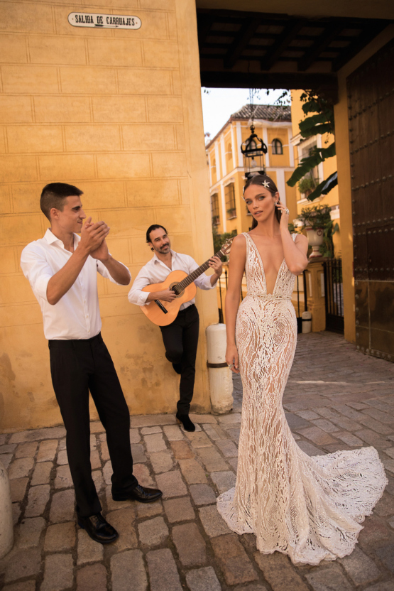 World-Exclusive-The-Sparkling-Berta-Fall-2018-Seville-Collection-52-555x832.jpg