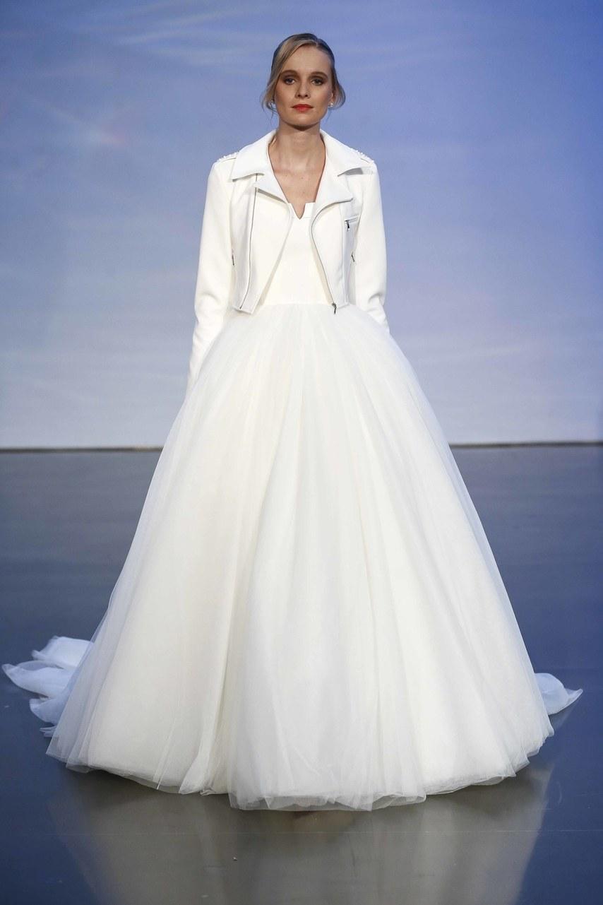 justin-alexander-wedding-dresses-fall-2019-005.jpg