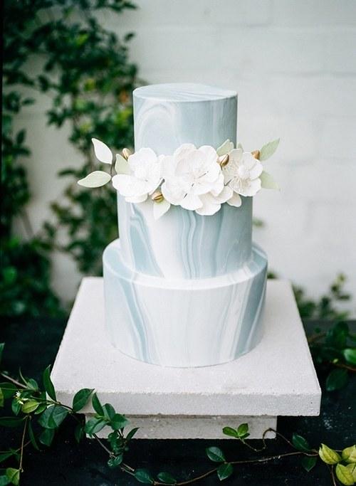 blogs-aisle-say-marbled-wedding-cakes-white-sugar-flowers.jpg