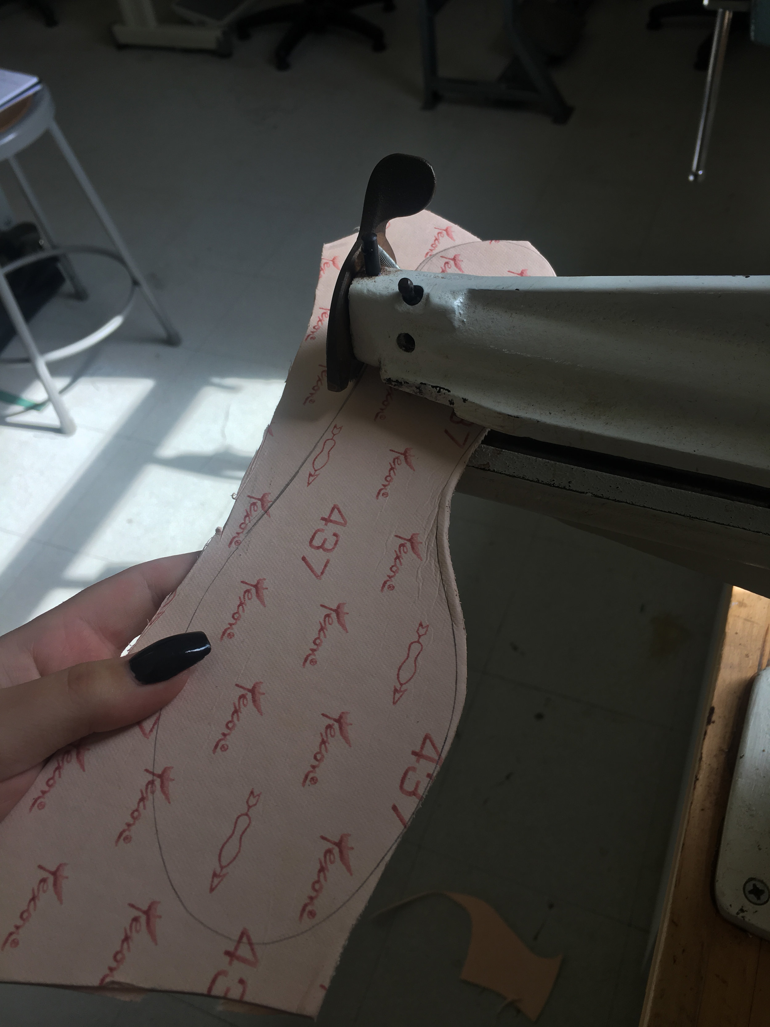 Cutting midsole stiffener