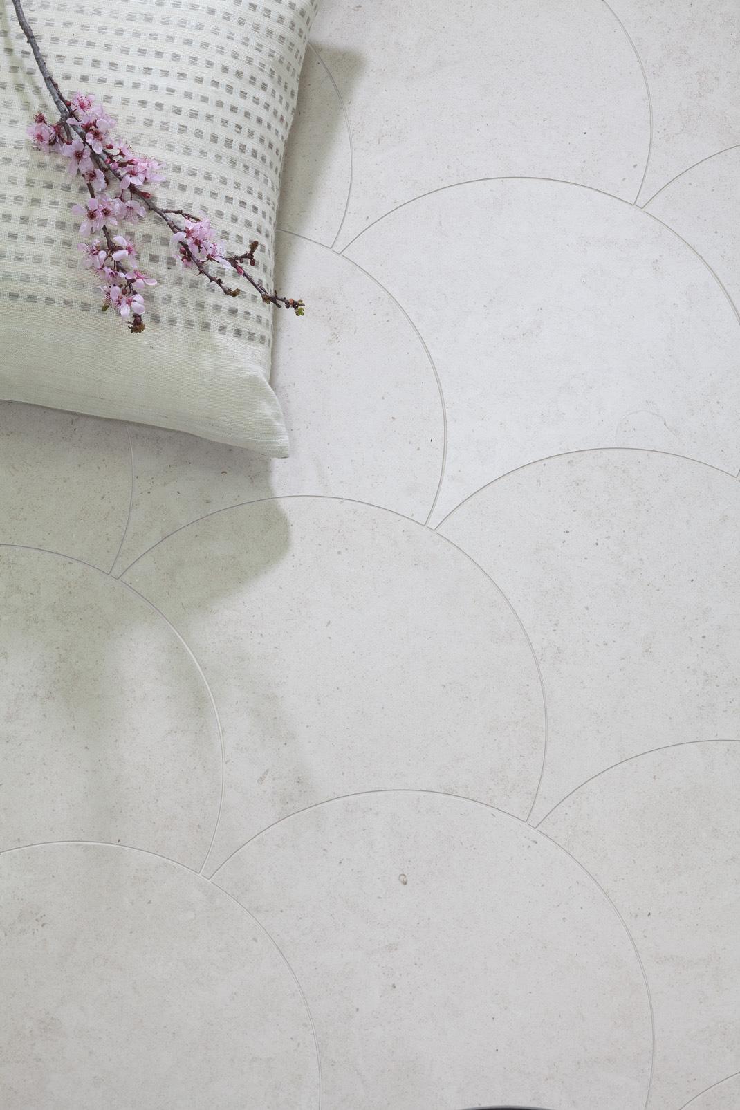 Scallop-Modest---Roomscene.jpg