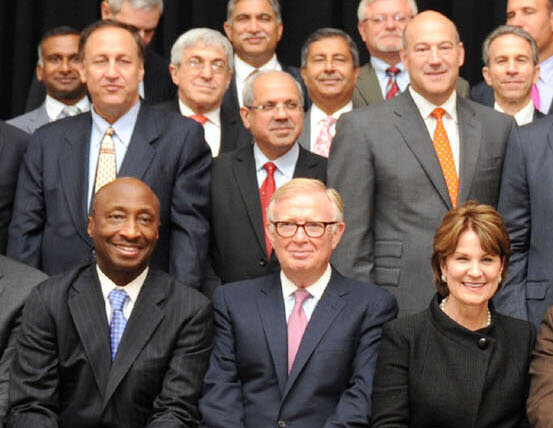 Group_of_Fortune_500_CEOs_in_2015_(cropped_to_remove_non-CEO).jpg