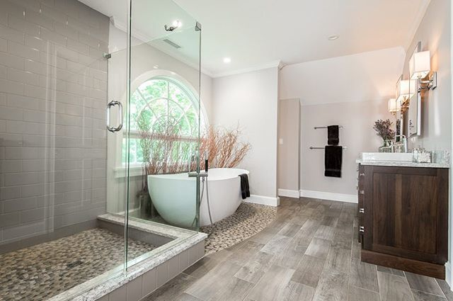 All the space you could ever need for your master bathroom! ⁣ ⁣ Want to create your dream bathroom but don't know where to start? Give us a call or shoot us a message to take the first steps towards the bathroom you've always dreamed of ✨